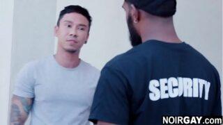 Black gay security fucks the suspect – interracial gay sex